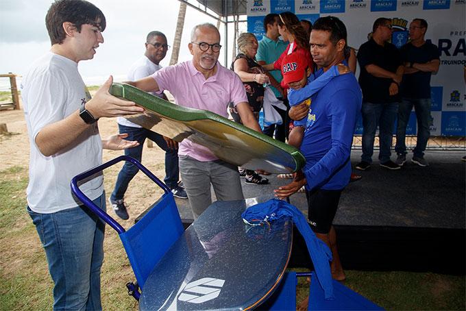 Prefeito de Aracaju lança projeto Praia pra Todos